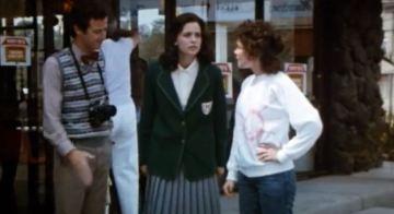 1984 supergirl movie linda lee with jimmy olsen and lisa lane at diner