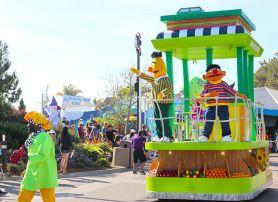 Sesame-Street-Parade-at-Seaworld
